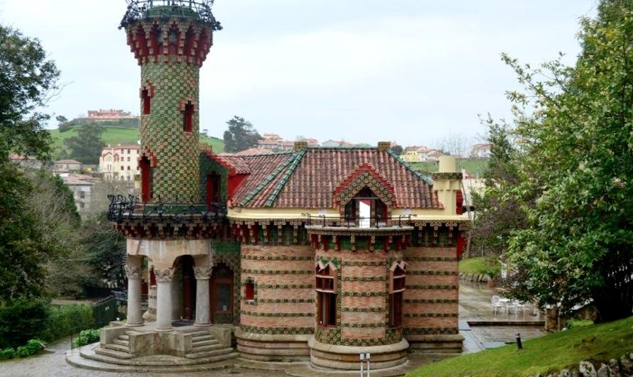 El Capricho de Gaudí en Comillas « Viajar por Cantabria ...