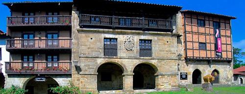 Casas-del-Águila-y-la-Parra-en-Santillana-del-Mar