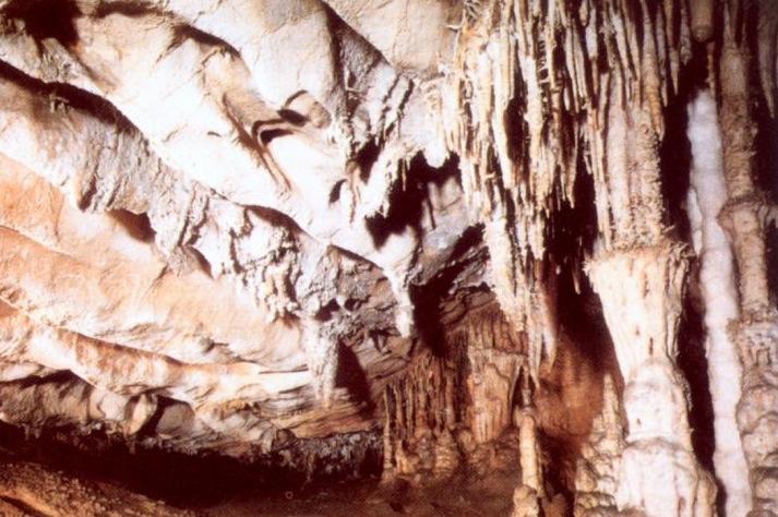 Cueva de las chimeneas en Puente Viesgo