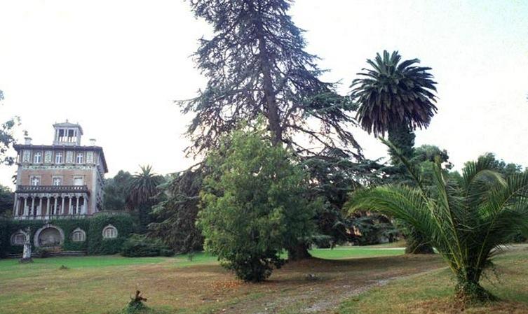 Palacete, Castillo y Jardines de Ocharan