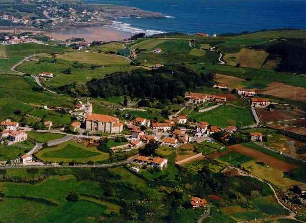 Pueblos del municipio de arnuero viajar por cantabria - Casas de pueblo en cantabria ...