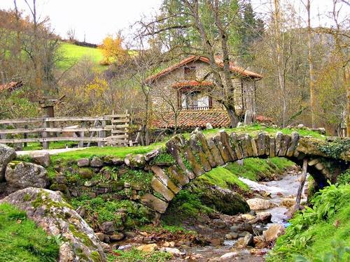 Pueblos de cantabria viajar por cantabria informaci n for Casas de pueblo en cantabria
