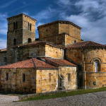 Colegiata de Santa Cruz de Castañeda (Socobio)