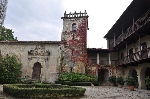 casa-torre-de-roiz-palacio-de-los-velez-de-las-cuevas