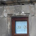 Escudos nobiliarios de familias importantes en algunas casas del pueblo en Vada